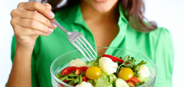 woman_with_salad_-_shutterstock_-_3.27.14-9ee6c4e97584bab2af8eea34fcf4b830a9839c44