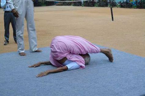 A legidősebb fitt jóga tanár 93 éves