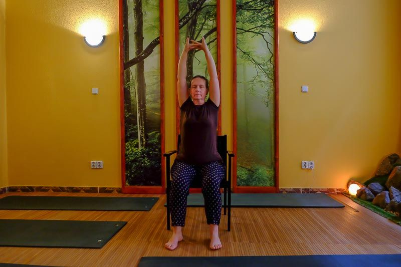 Jóga hátfájás ellen ülőmunka esetén: Hargitai Andrea